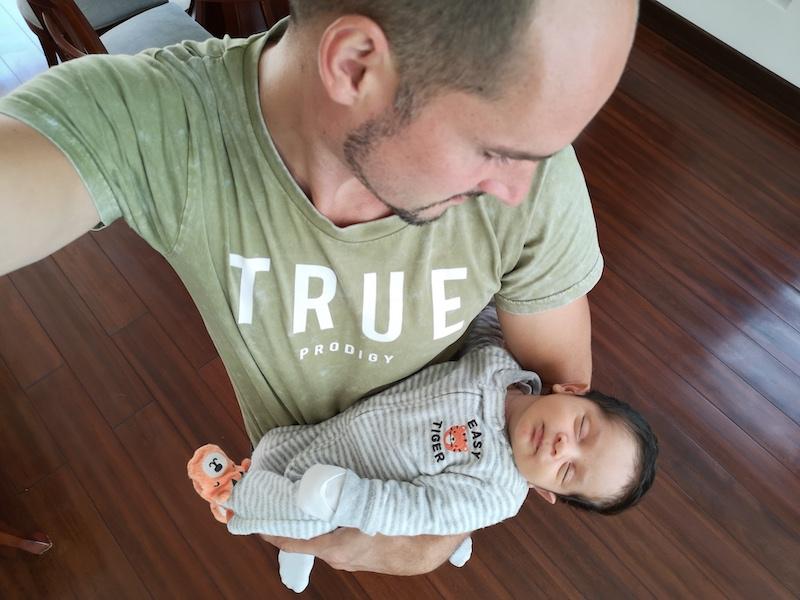 Arjan en Tomas na de bevalling in ecuador