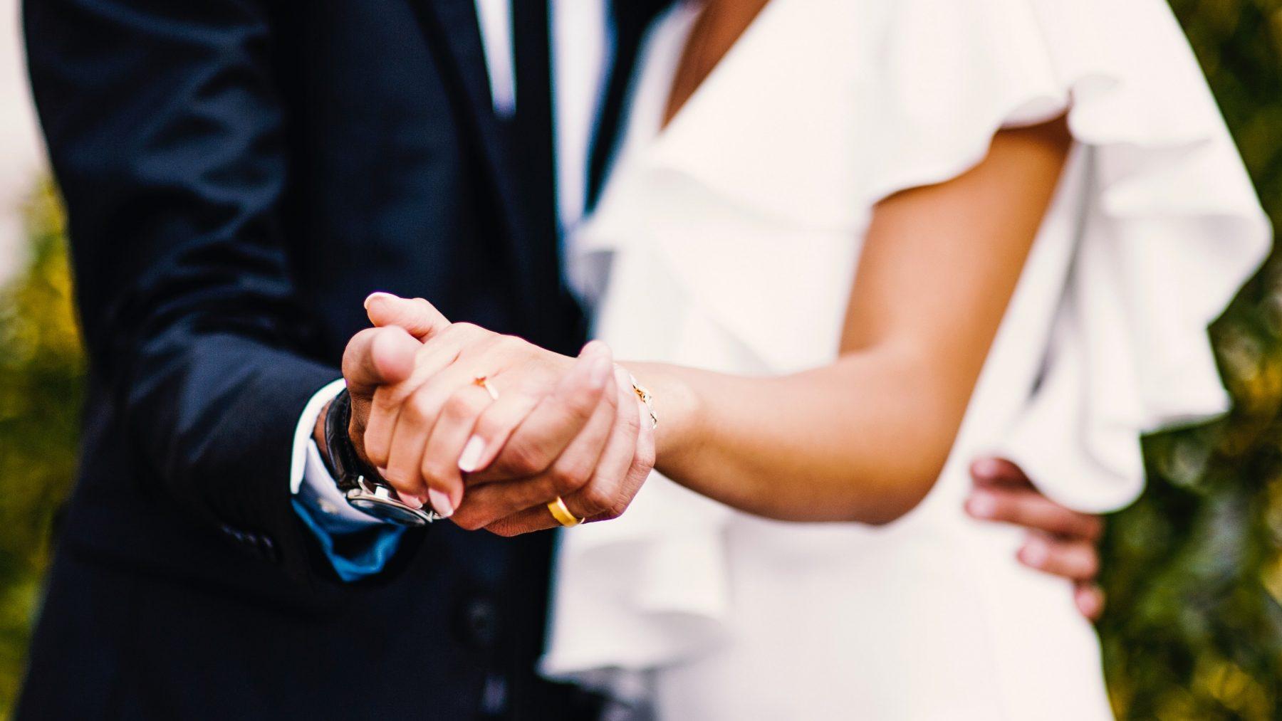 trouwambtenaar milf huwelijk