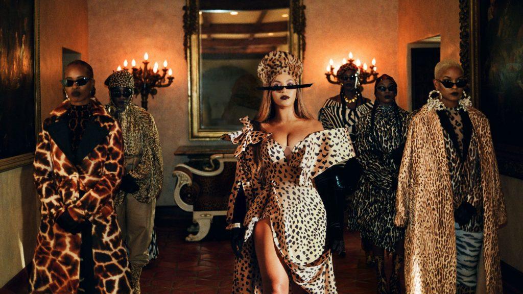 Beyoncé doet haar bijnaam 'Queen B' eer aan en houdt thuis 80.000 bijen