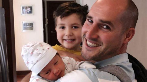 Arjan miste de geboorte van zijn kind: 'Ik zag hem voor het eerst via de telefoon'