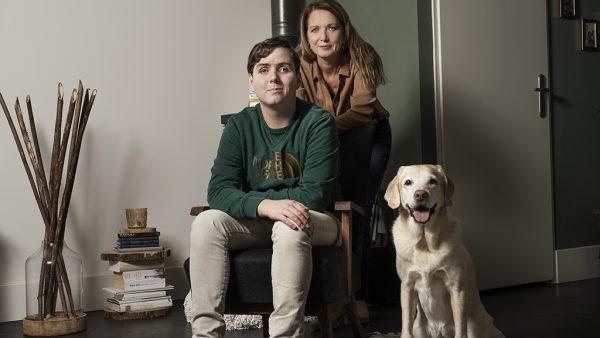 Joric (20) werd blind op zijn negende: 'Mijn buddyhond verbreedt mijn horizon'