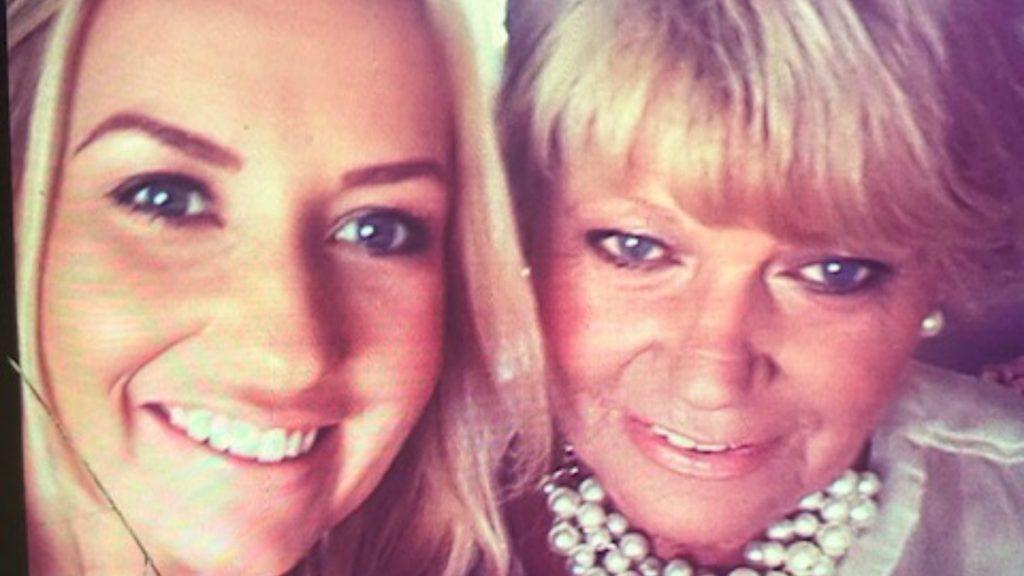 Carina herdenkt haar moeder Sjaan: 'In mijn kraamtijd miste ik haar ontzettend'