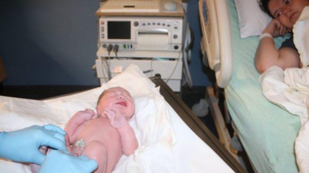Merel over haar bevalling: 'Toen Jeppe eruit kwam wist ik: nooit meer'