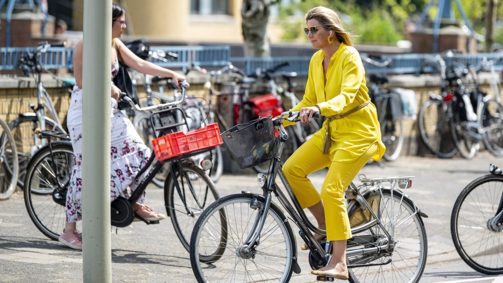 Royals gespot in 'gewone wereld': shoppen, snacken en borstkompressen inslaan