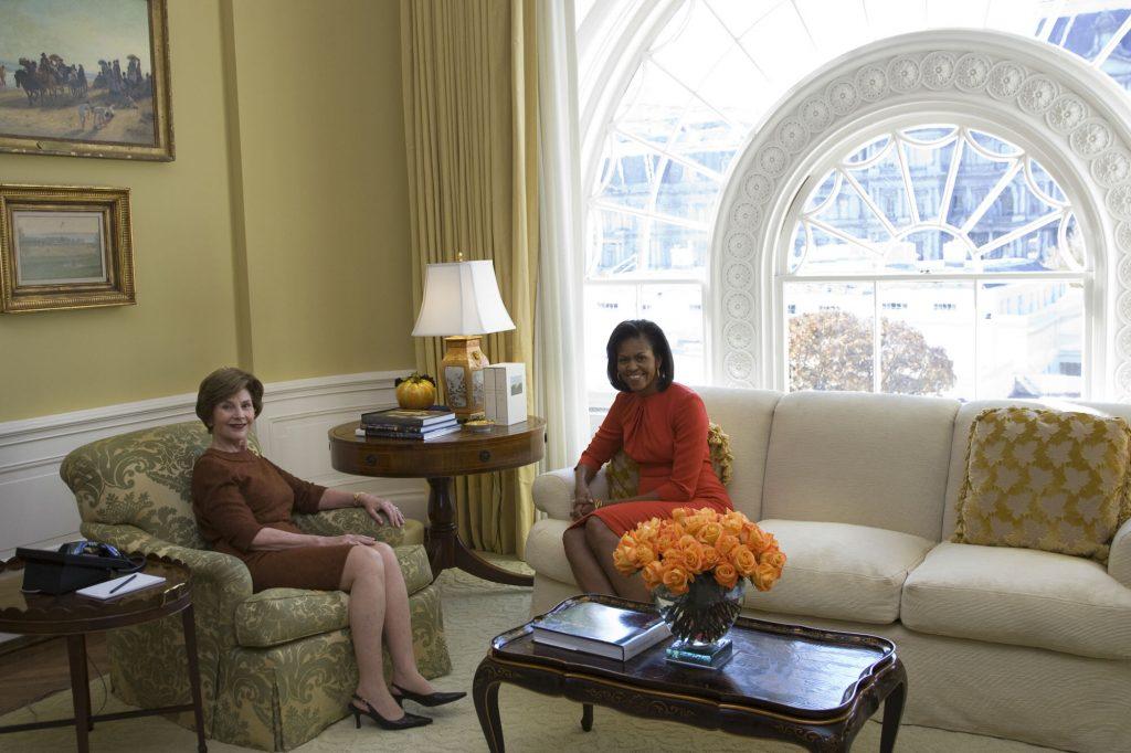 Vijf dagen later leidde Laura Michelle rond in het Witte Huis en ontving haar in de privé-woonkamer: