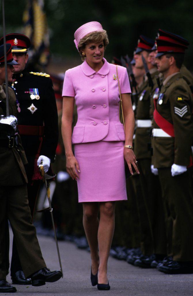 Van schapentrui tot parelcollier: 11 x iconische looks van prinses Diana