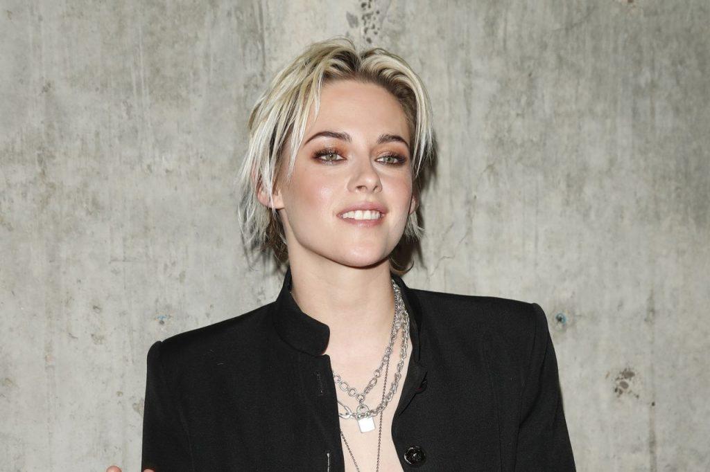 Kristen Stewart 'opgelucht' om in gay kerstfilm te spelen