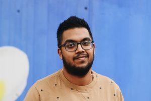 Viroen (25) verzorgt zijn moeder: 'Zonder hulp was ik er aan onderdoor gegaan'