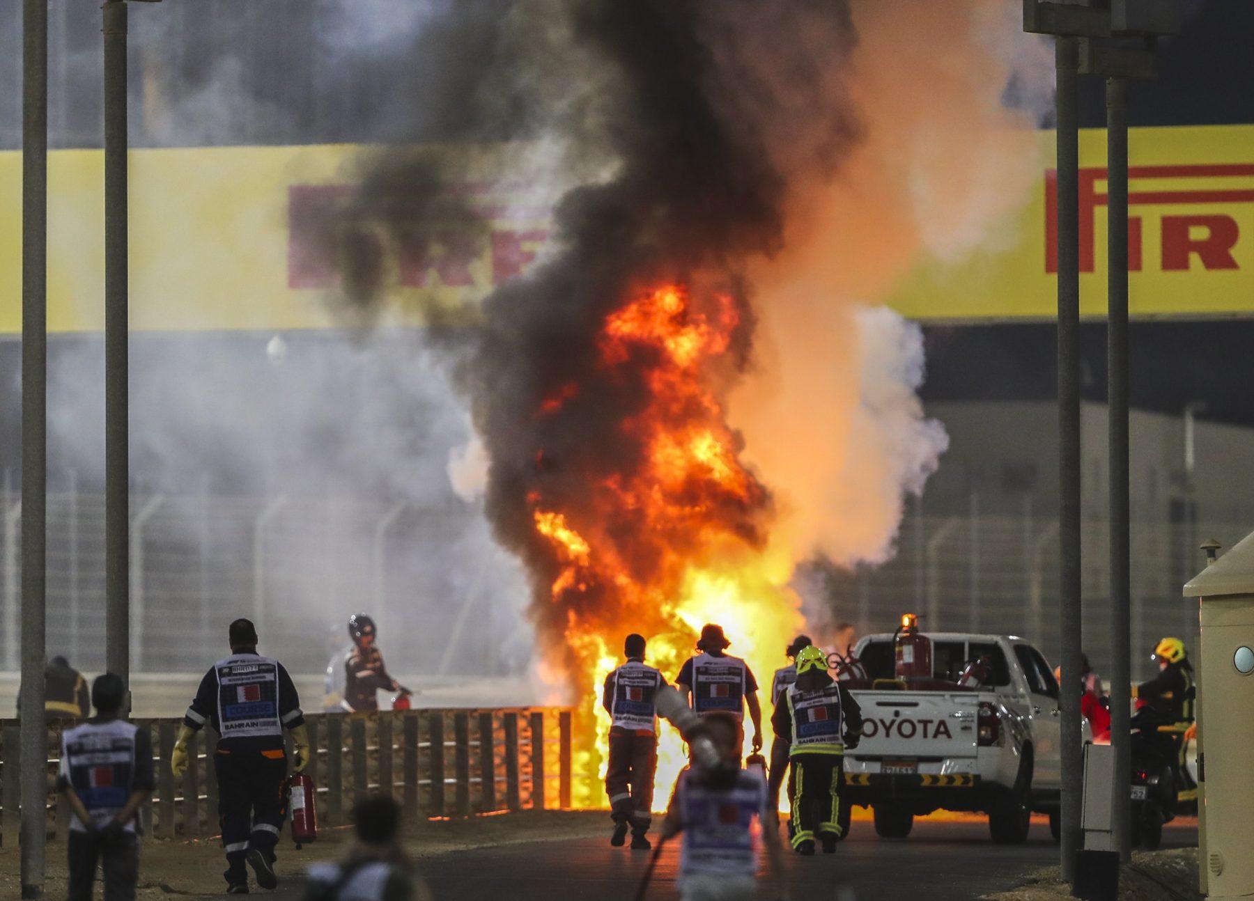 Formule 1-coureur Romain Grosjean ontsnapt aan vuurzee na zware crash