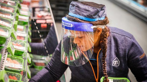 Nederlands supermarktpersoneel krijgt toch coronabonus in december