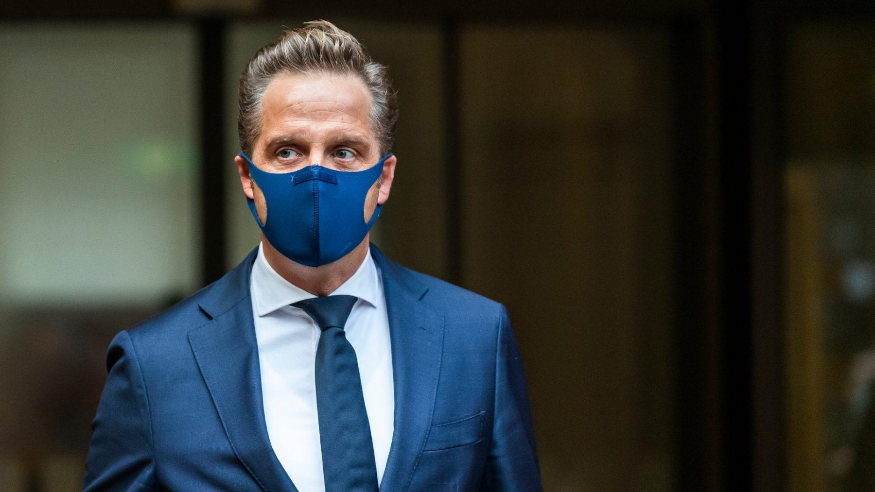 Hugo de Jonge: 'Als het meezit, kunnen we rond 4 januari starten met vaccineren'