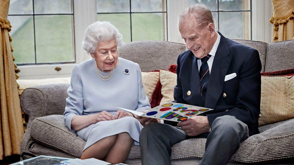 Queen Elizabeth en prins Philip gaan een eenzame kerst tegemoet