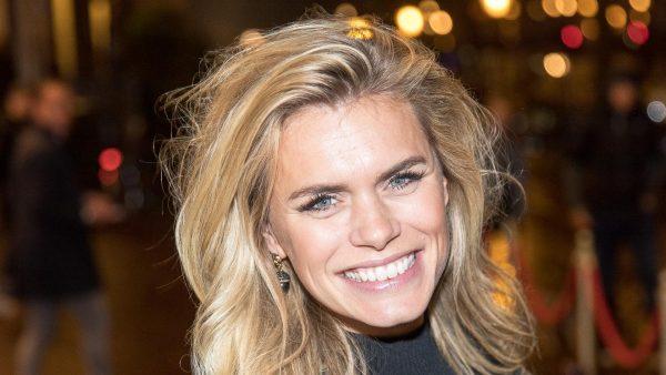 Nicolette van Dam verlangt zo naar het café dat ze alvast een uitgaansoutfit uitzocht