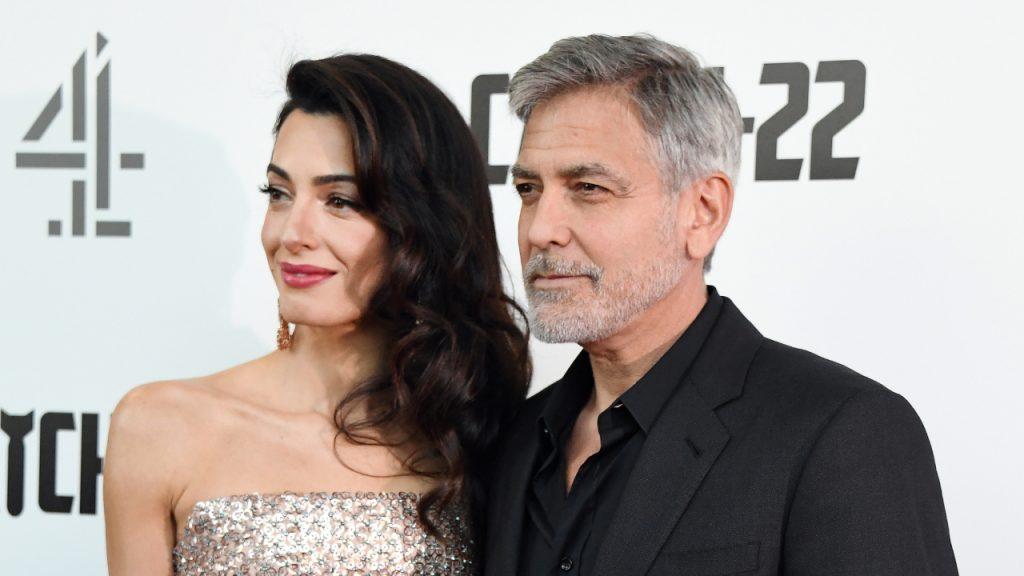George Clooney zegt dat hij en Amal een 'domme' opvoedingsfout maakten