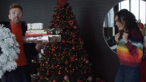 Romy Monteiro in 'Mini kerst make-over': 'Ik vier een week lang kerst'