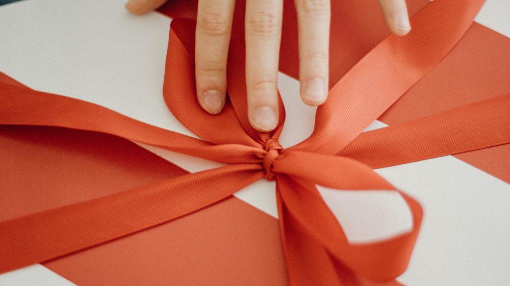 Inpakdag: LINDA.foundation verrast 4000 gezinnen met cadeaupakket