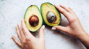 Thumbnail voor Te vaak 'avocadoletsel': plastisch chirurgen willen waarschuwing op verpakking