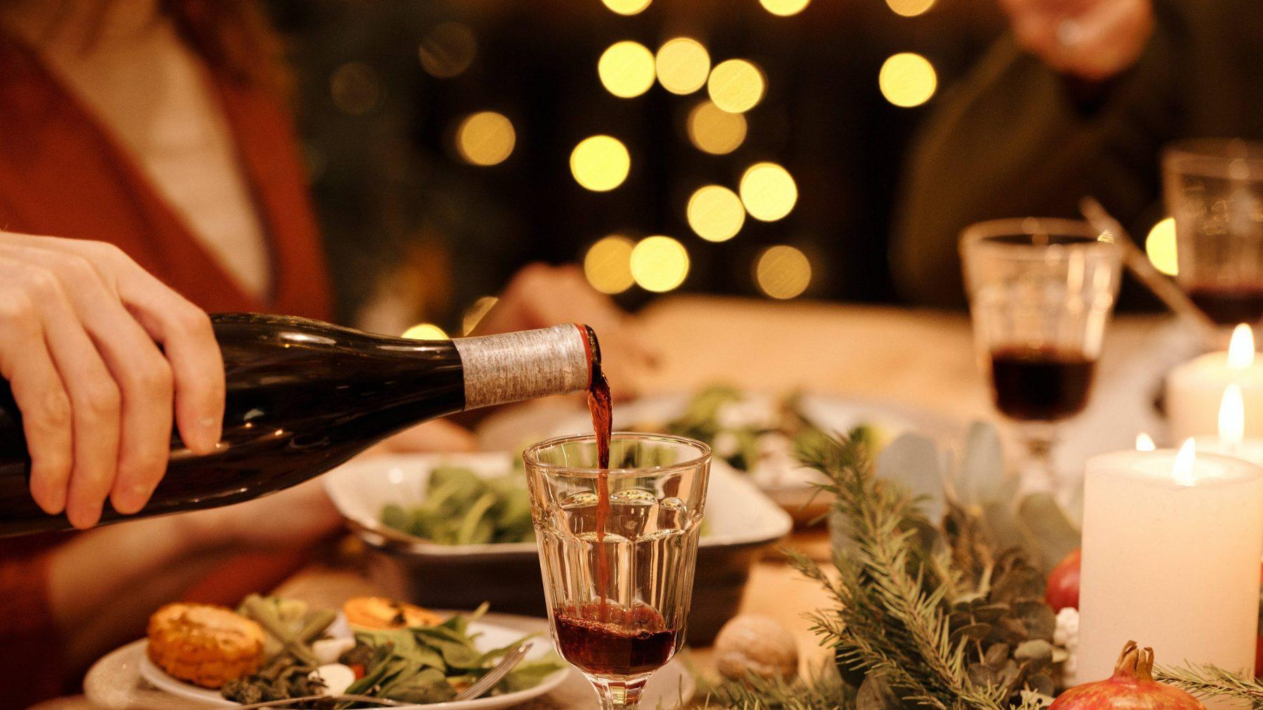 Nicole moest achteraf zelf betalen voor de wijn tijdens een kerstdiner: 'Ik was woest'