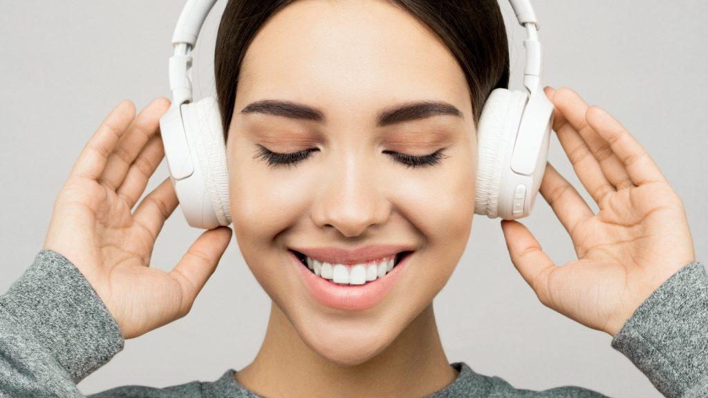 Professor Podcast Met de koptelefoon de feestdagen in dankzij de tips van Professor Podcast
