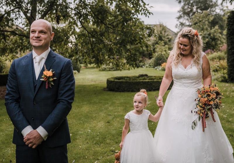 Simone en Julian tijdens huwelijk
