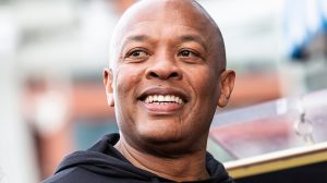 Muziekproducer Dr. Dre met hersenbloeding opgenomen in ziekenhuis
