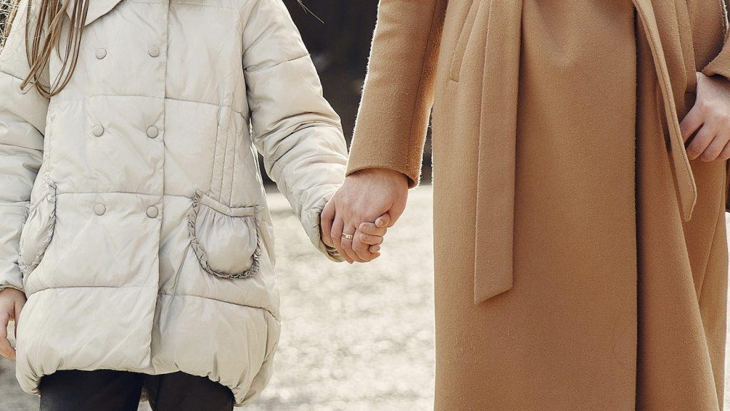 Karin werd in twee maanden moeder van vier kinderen: 'Er had altijd wel iemand een nachtmerrie'