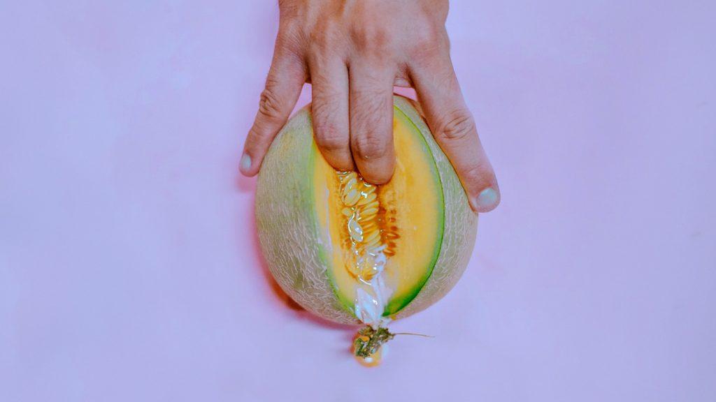 Lekker (en héél lang) pieken? 'Doe het met je handen daar zijn ze voor gemaakt'