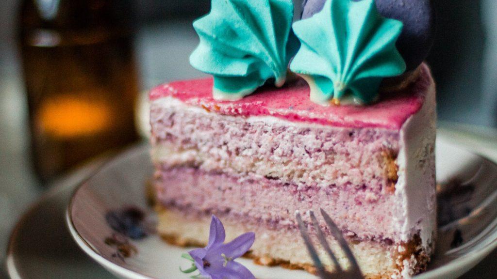 coronaproof taart snijden