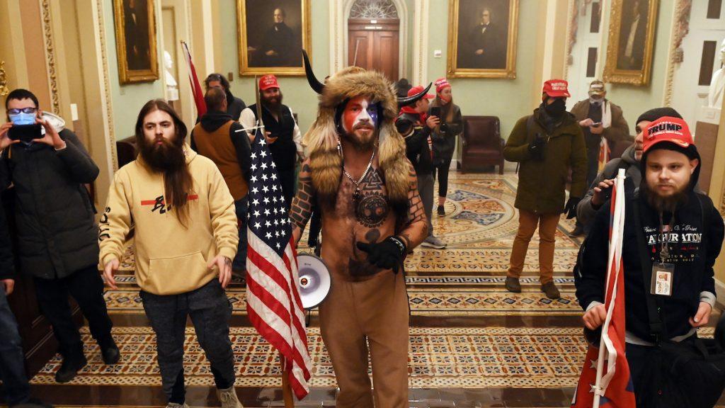 Rellende Trump-aanhangers wilden politici doden tijdens bestorming Capitool