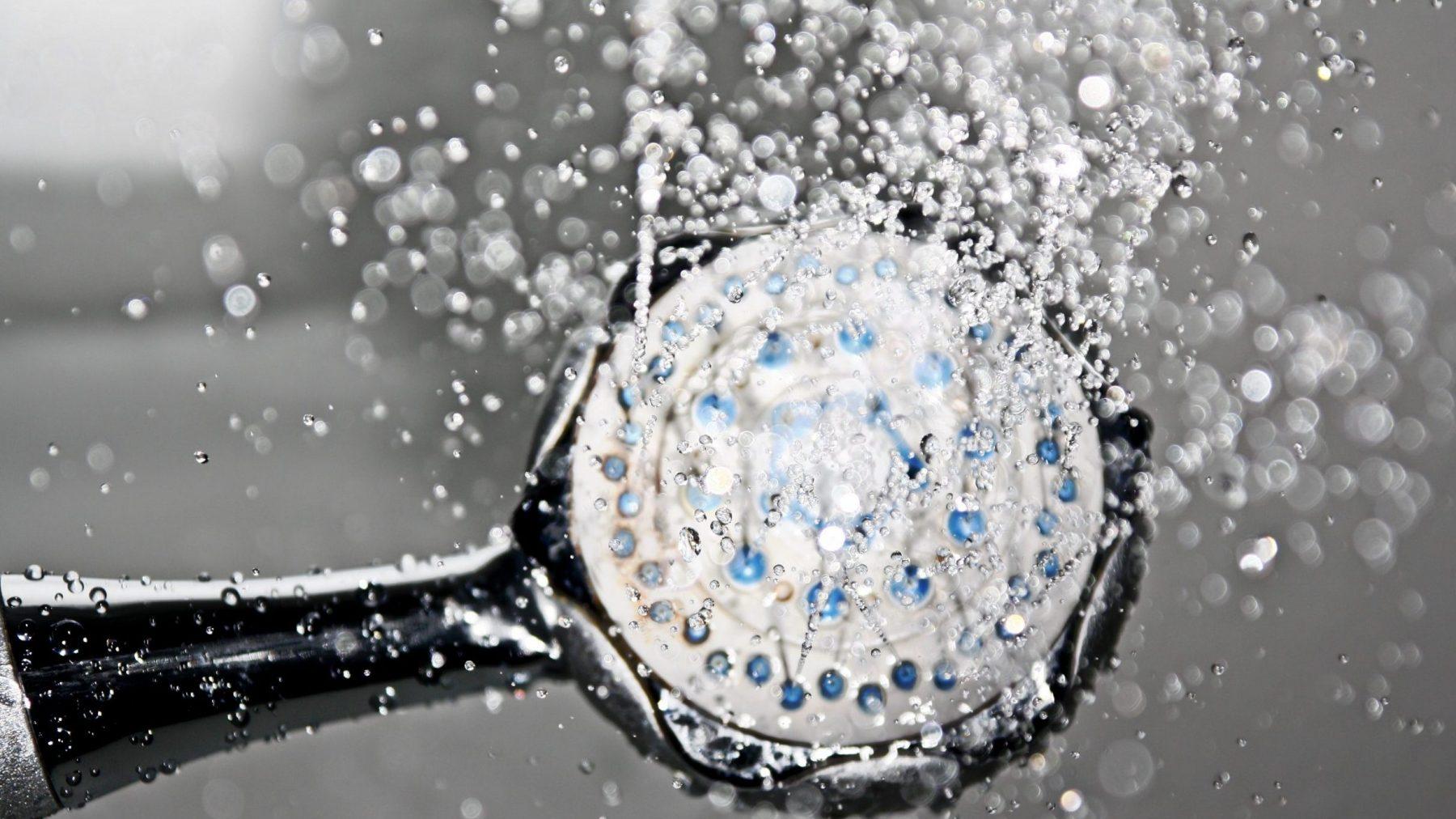 Wil je (niet) weten: één op de dertig mensen doet een grote boodschap onder de douche