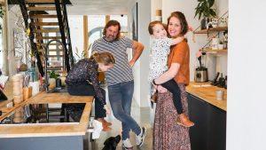 Maartje Glas (41) en haar man kochten een kerk en toverde het om tot sprookjesachtige woning