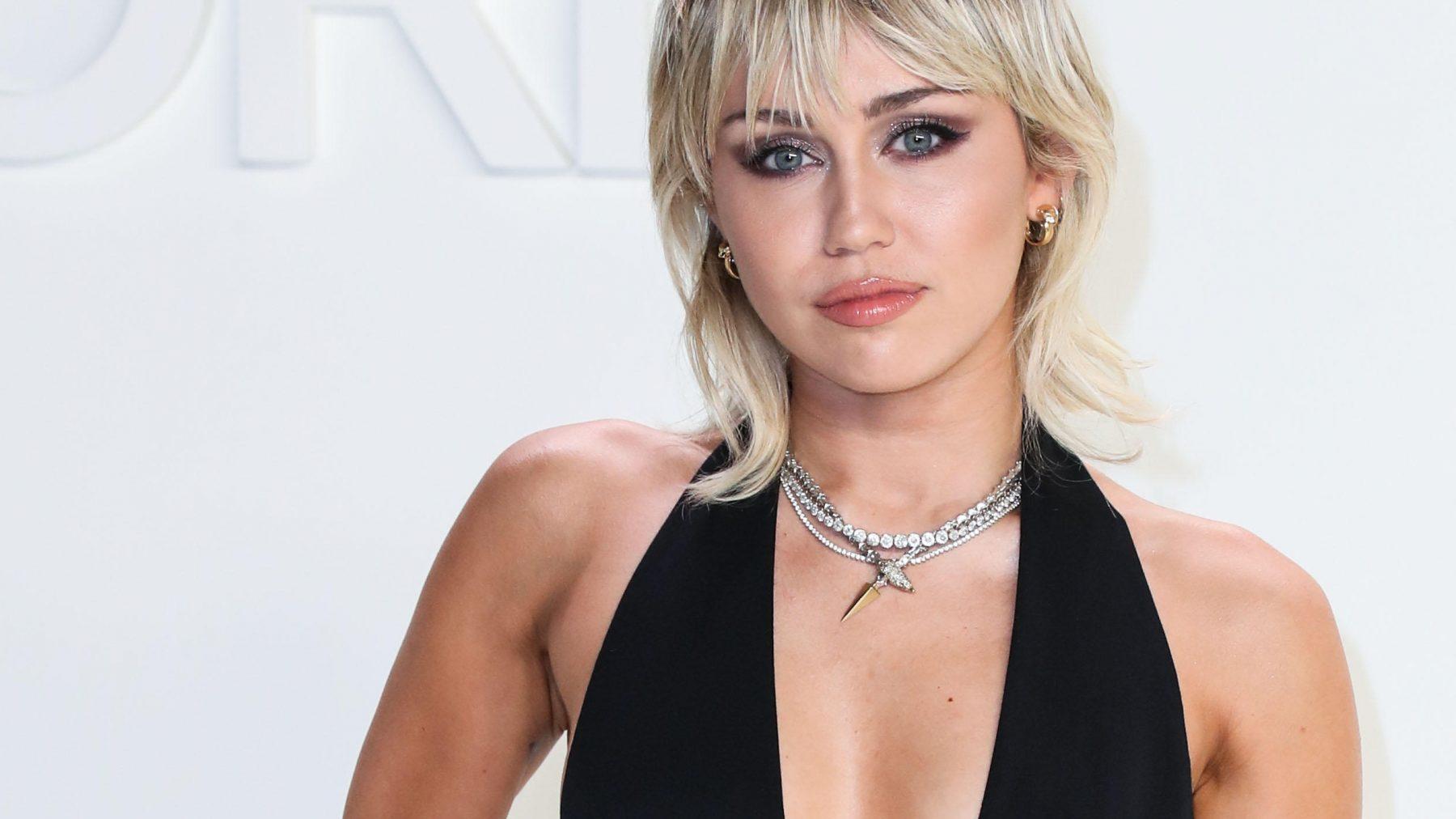 Miley Cyrus: 'Piemels zijn mooi als kunstwerk, maar verder niet zo interessant'