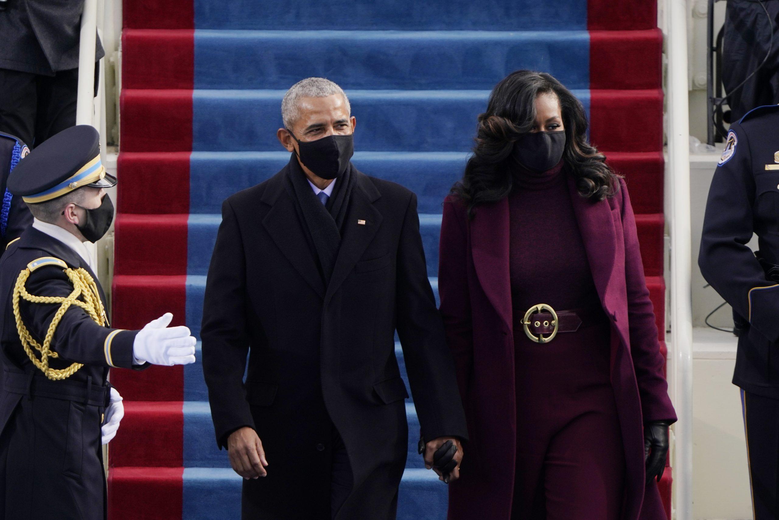 Gisteren was het dan eindelijk zover: de inauguratie van Joe Biden en Kamala Harris. Ondanks dat het publiek door de rellen op 6 januari en het coronavirus veel kleiner was dan normaal, waren de belangrijkste politieke figuren aanwezig om dit historische moment bij te wonen. En dat deden ze in stijl.