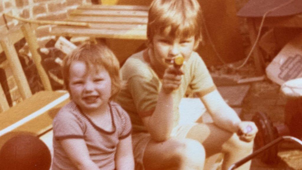 Marlies herdenkt haar broer en moeder: 'Alles voelt zo gewoon, totdat het er niet meer is'