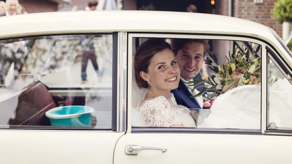 Marjolein trouwde kotsmisselijk, met 'n emmertje bij de hand: 'Halve dag gemist'