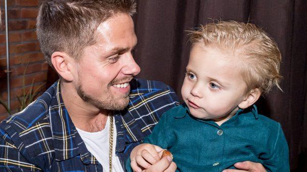 André Hazes deelt babyfoto van kleine Dré met jongere Monique