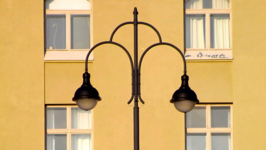 Echtpaar betaalt jarenlang stroom voor de straatverlichting