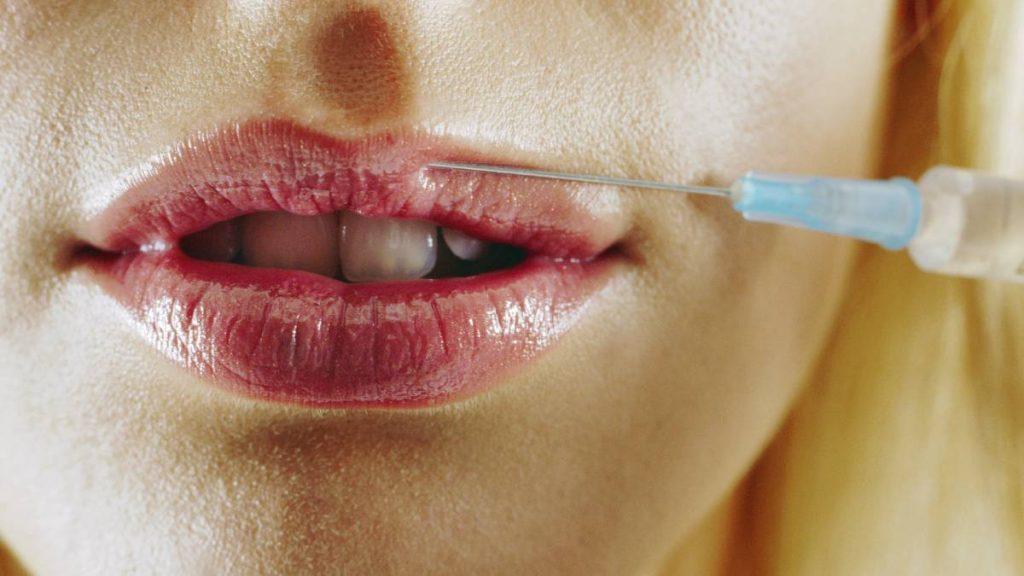 Kleine kans op bijwerkingen Moderna-vaccin als je fillers hebt