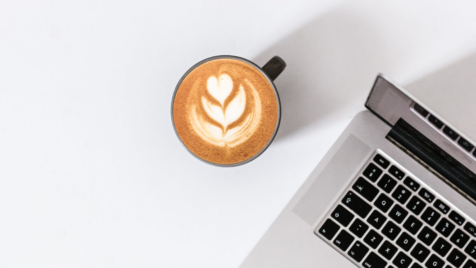 We drinken het ene kopje koffie na het andere, maar is dat wel zo goed?