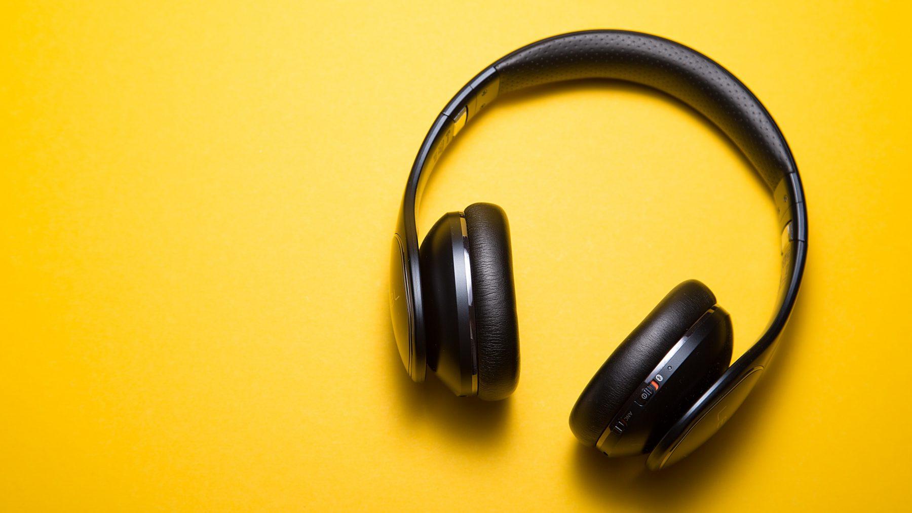 7x leuke podcasts om even je gedachten te verzetten