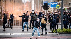 Steeds meer geweld tegen pers- 'Ze zien ons als landverraders'_