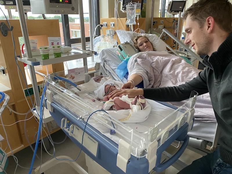 Rilana Wesley en Faye na de bevalling