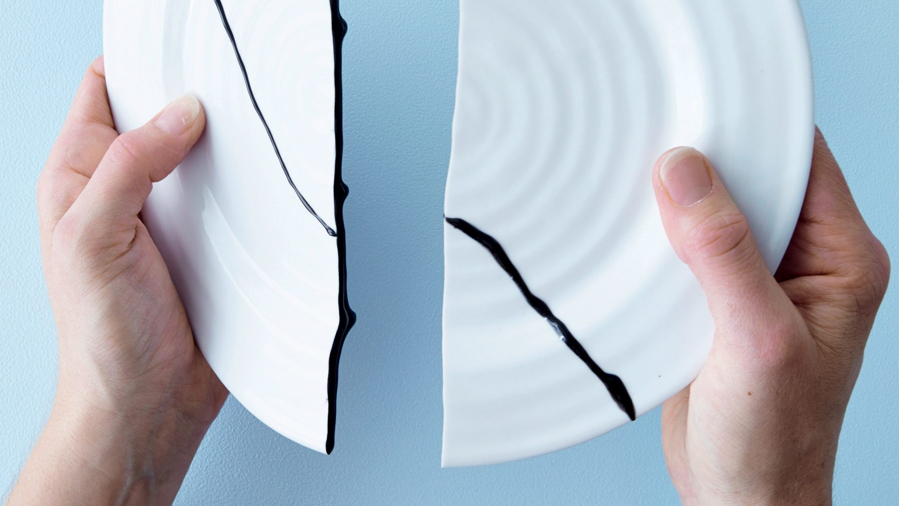 Kintsugi tilt de kunst van het repareren naar een hoger niveau (en jij kunt het ook)