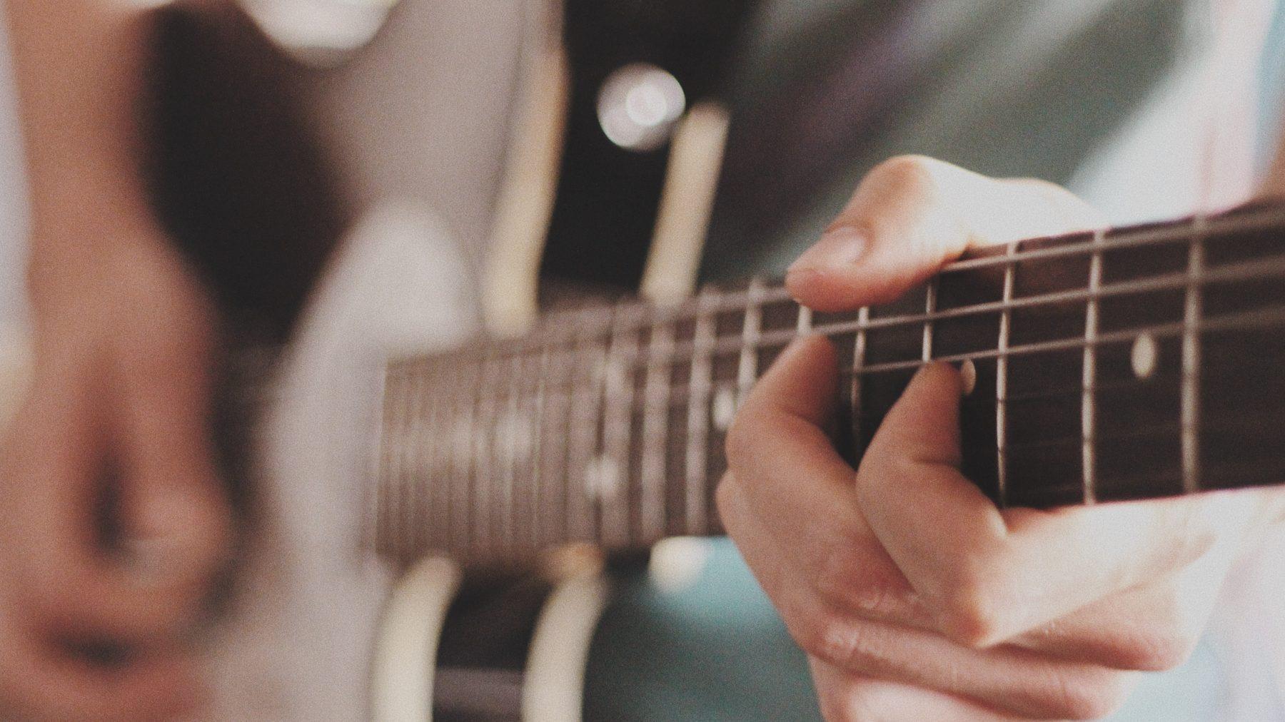muzikant en agent geven optreden