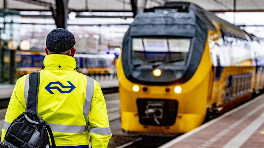 Kortere reistijden en meer treinen in NS-dienstregeling 2022