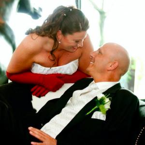 Een dolgelukkige (en gedrogeerde) bruid: