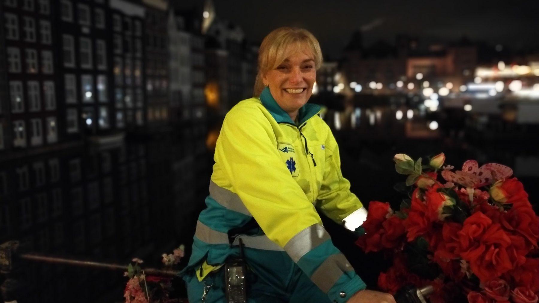 Ambulancemedewerker Annemiek reed naar ongeluk eigen zoon en schreef er een boek over