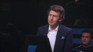 Thumbnail voor Kijkers verbaasd over 'spot on' imitatie Robert ten Brink in 'De TV Kantine'