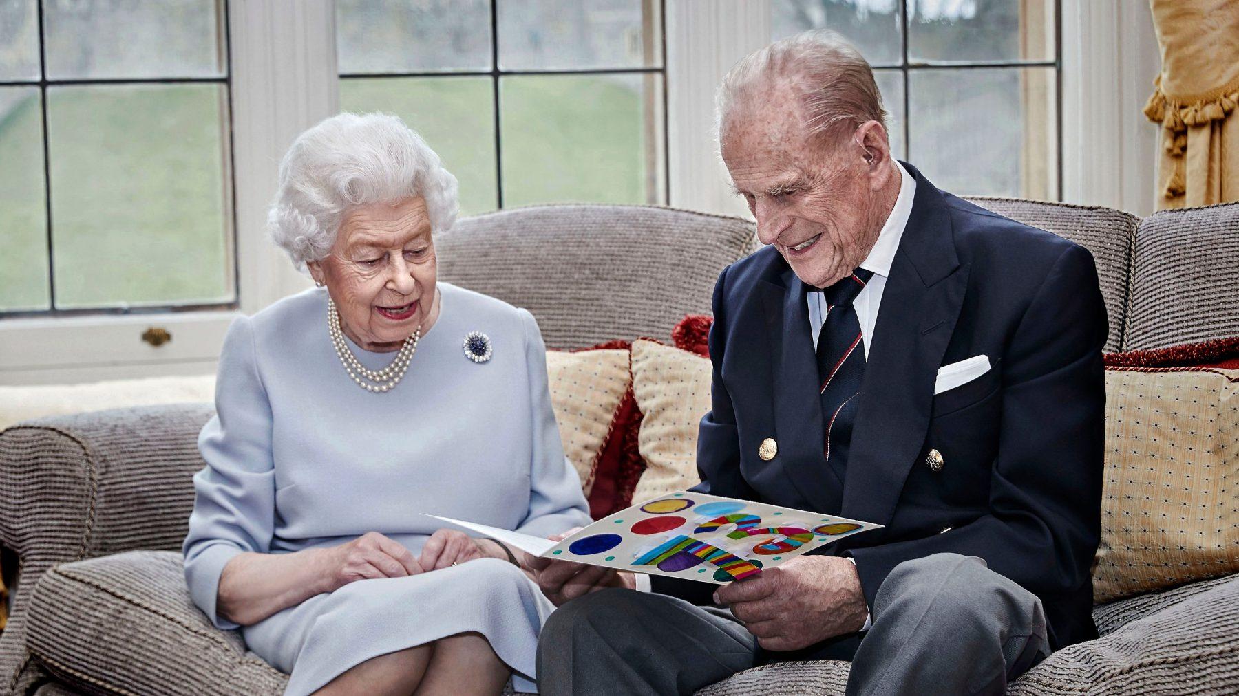 Drie achterkleinkinderen erbij voor Britse koningin Elizabeth en Philip