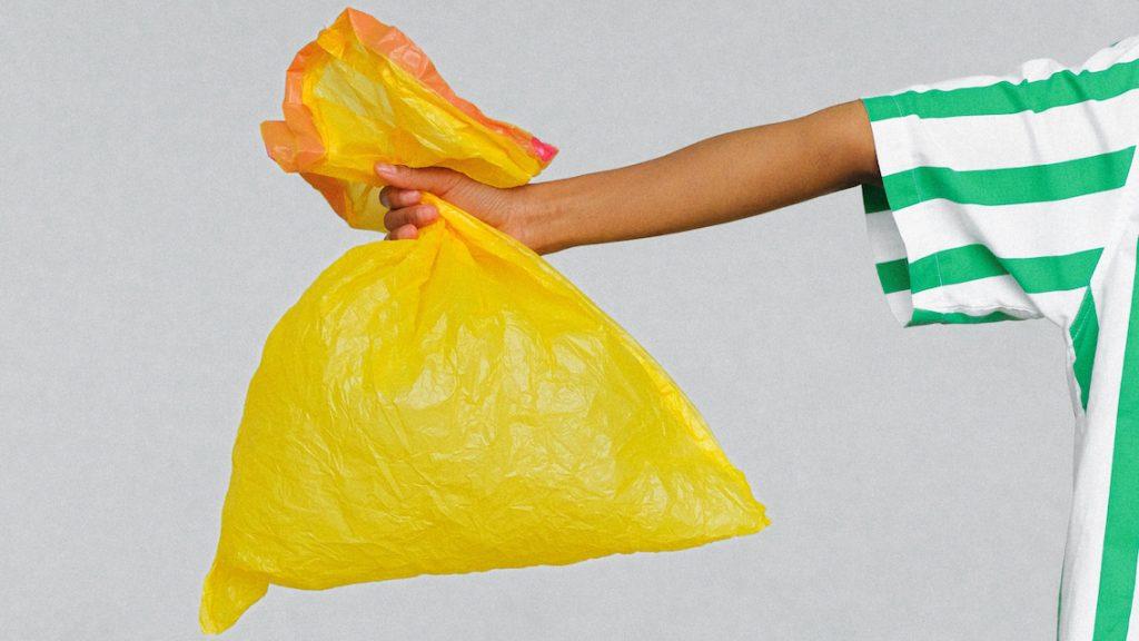 Kunstwerk toont hoeveelheid afval van één operatie_-2